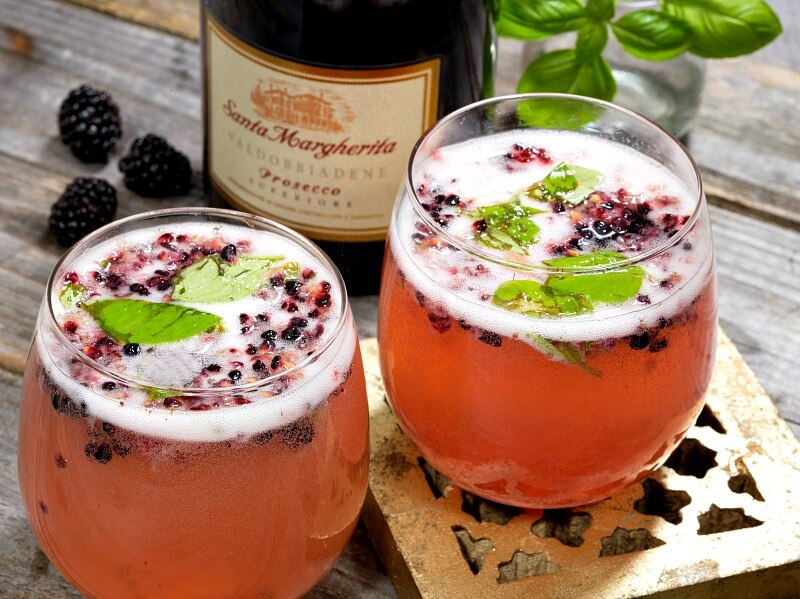 Easy Party Cocktail Recipes Using Wine - Blackberry Smash